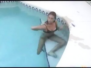 Teen Couple Fucks In The Swimming Pool