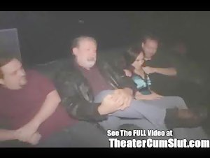 Sierra Na Group Sex In een Porno Theater voor Dirty D